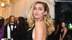 Miley Cyrus dances around in a thong <b>bikini</b> on <b>Italian</b> getaway | Fox ...