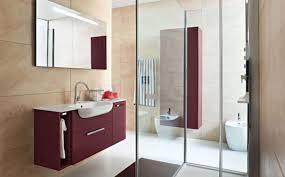 Mobili. arredo moderno per il bagno. arredobagno sistema maniglia