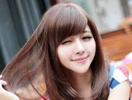 Model potongan rambut ini mampu memberikan kesan bentuk wajah lonjong yang tirus dan langsing. 36 Model Rambut Pendek Wanita Sesuai Bentuk Wajah