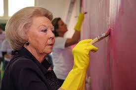 nu dutch royal volunteers photos queen beatrix painting