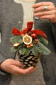 20 DIY Christmas Decorations And Crafts IdeasChristmas Crafts Made With Pine Cones