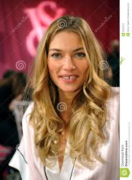 new york ny november 13 model jessica hart poses at the 2016 victoria s secret fashion show