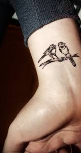 тату на запястье птичек татуировка птица на запястье тату на