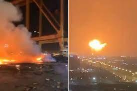 """لحظة مأساوية يتسبب انفجار """"ناقلة نفط"""" في دبي في إطلاق ألسنة اللهب في السماء  في جحيم شاهق – Creative Hype"""