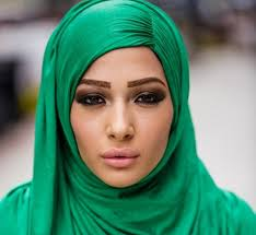 simple cal makeup ideas with hijab 14
