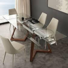 Tavoli allungabili con ripiano in vetro gambe in legno e acciaio