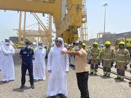 مكتوم بن محمد يتفقد ميناء جبل علي ويثني على جهود فرق العمل والدفاع المدني -  الإمارات - اخبار وتقارير - البيان