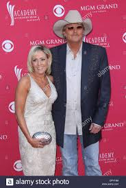 apr 5 2009 las vegas nevada usa singer alan jackson denise arriving to the academy of country awards 2009 held at the mgm grand garden