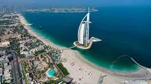 دبي ترحل أشخاصاً شاركوا في مقطع مصور مخل بالآداب