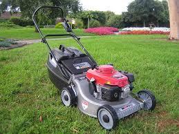 Ưu điểm của máy cắt cỏ cầm tay là cắt sạch