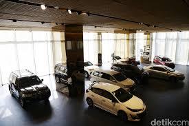 Nah buat yang penasaran soal daftar mobil mewah yang kini dimiliki oleh orang kaya termasuk para artis. Gaikindo Usul Ppnbm Mobil Dikorting Selama 6 Bulan Saja