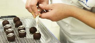 Become A Pastry Chef Job Profile Le Cordon Bleu Paris