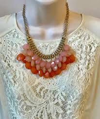 Coral Pink Pfirsich Echo Blase Bib Wulstige Kronleuchter Geschichtet Statementkette