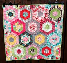 Poppy Makes...: Modern Hexagon Baby Quilt & Modern Hexagon Baby Quilt Adamdwight.com