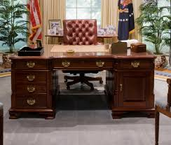 bush oval office. File:Bush Library Oval Office Replica (cropped1).jpg Bush