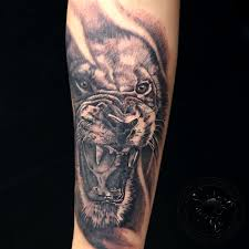 оскал льва сделано в Inkfactory