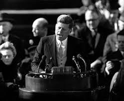 as cerimônias de posse que fizeram história nos eua john f kennedy faz seu memorável discurso de posse em 1961 no qual