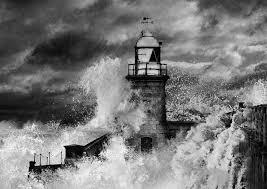フリー写真 波しぶきが上がる灯台の風景 パブリックドメインq著作権