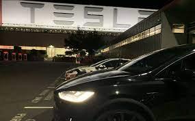Tesla critic abandons bet against TSLA ...