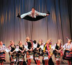 Украинские народные танцы Танцы это внутрений мир  танец гопак иностранцы поражаются фантазии причудливым движениям непривычной для них постановке а украинцы даже без подготовки легко улавливают