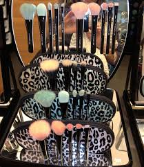 gabriel gibbons on mac makeup setmac