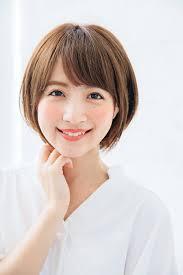 王道の小顔ひし形シルエットボブを女っぽく更新 Lee