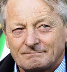 Noch-VfL-Cheftrainer Lorenz Günter Köstner Foto: ddp. WOLFSBURG (küb).