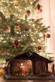 Arbre De Noël Avec Crèche Banque D'Images Et Photos Libres De Droits. Image 17878144.