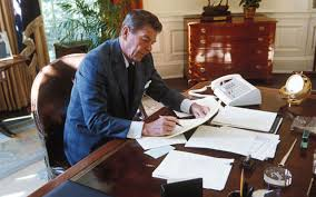 ronald reagan oval office. ronald reagan at the oval office t
