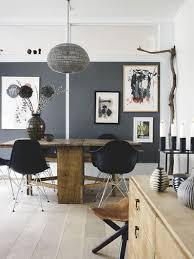 Style Scandinave Pour Un Salon Gris Anthracite Pour Un Des Murs Tandis Que  Les Autres Murs