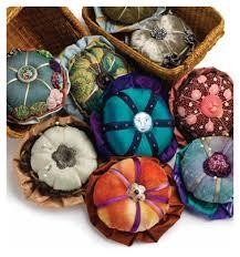 Fancy Fabric Embellishments: Stuffed Yo-yos for Pinning or Wearing ... & Fancy Fabric Embellishments: Stuffed Yo-yos for Pinning or Wearing - Quilting  Daily Adamdwight.com