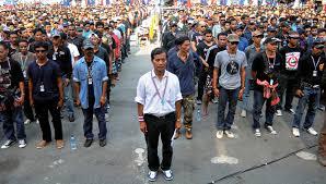 Image result for ม็อบ กปปส สุเทพ ทำร้ายประชาชน
