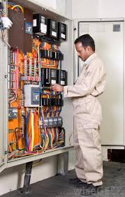 what is the difference between a fuse and a circuit breaker? Circuit Breaker Vs Fuse Box electricians are best qualified to determine whether a fuse or circuit breaker system is better for a particular electrical installation or upgrade circuit breakers vs fuse box