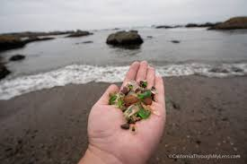 there are now signs that direct you to glass beach and while there used to be stairs down the beach they were washed out in the 2017 rains
