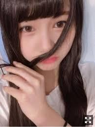 髪で遊ぶ伊藤理ヶ杏