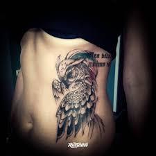 фото татуировки сова в стиле графика татуировки на ребре