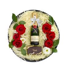 roses with moet chandon chagne gift box