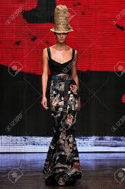 Model Karlie Kloss Walk The Runway ...