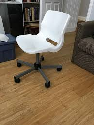 white desk chair for teenagers bedroom spins and has wheels ikea snille