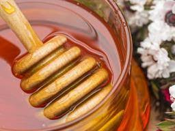 what is antibiotic resistance what is drug resistance  manuka honey is it really a superfood