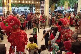 Naga langit indonesia menjadi rumah bagi pecinta olahraga barongsai di kota makassar. Pertunjukan Barongsai Dalam Tahun Baru Imlek Di Bandung Dinikmati Seluruh Kalangan Pikiran Rakyat Com