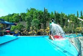 Tak hanya di tempat wisata saja, tetapi pembangunan kolam renang juga dibangun di rumah. Tempat Wisata Di Gresik Terlengkap 2021 Paling Indah Murah