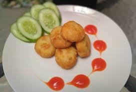 Cuci kentang, kemudian rebus hingga matang. 5 Cara Membuat Perkedel Kentang Rasanya Legit Ditambah Isian Mozarela Dan Daging
