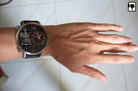 which is the best wrist watch for skinny guys quora measure the total distance across the top of your wrist for me it measures out to be 52mm the most comfortable watches i own have a lug to lug distance