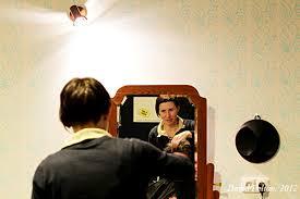 Olive Show Ostříhají Vás Hlava Nehlava Před Zrcadlem Z První Republiky