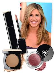 get the look jennifer aniston s glowing makeup from the premiere of we re the millers makeup inspiration jennifer aniston makeup beauty makeup makeup