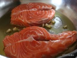 Risultati immagini per immagine trancio di salmone con vongole