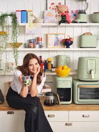 Drew Barrymore Talks New Kitchenware Line, Flower Beauty and Talk Show – WWD