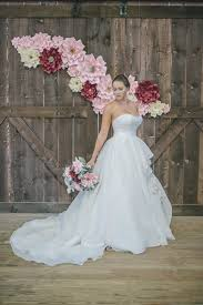 Paper Flower Wedding Backdrops Live Flowers Not An Option Check Out This Paper Flower Wedding