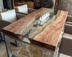 Designtisch mit kunstvoller Glasplatte Der Tischonkel